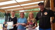 PSV Tenniscamp 2016 Siegerehrung Levi , Nele ; Annabelle mit Trainer Patrik Reither